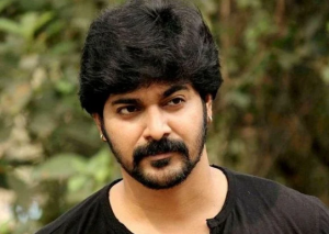 Srinish Aravind Biography, Wiki, Age, GF, Wife, Family, & Much More